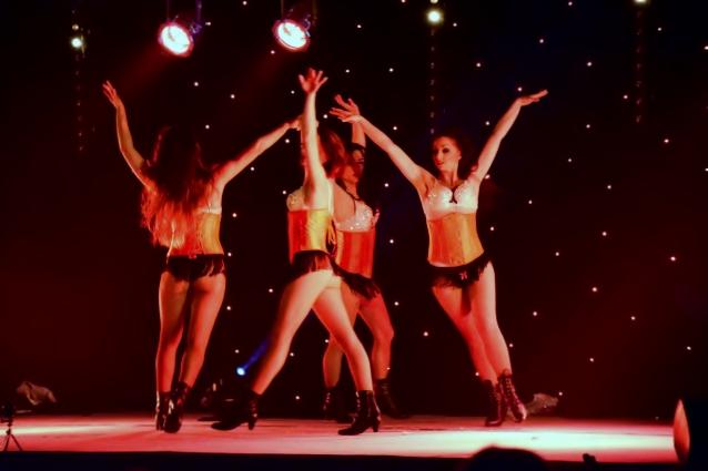 Cabaret PORT DES BARQUES 015